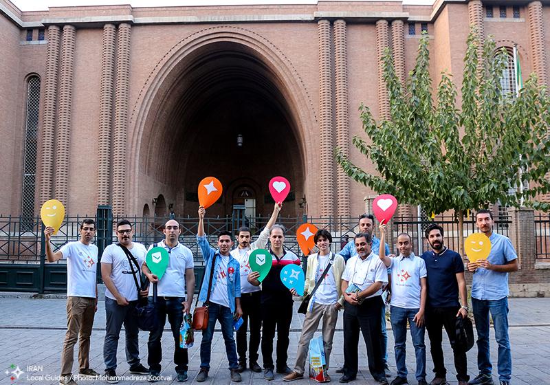 عکس دسته جمعی در سومین گردهمایی راهنمایان محلی در تهران